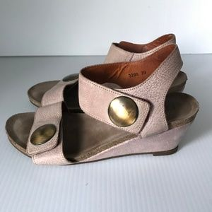 TAOS Carousel Taupe Leather Wedge Heel Sandals 39